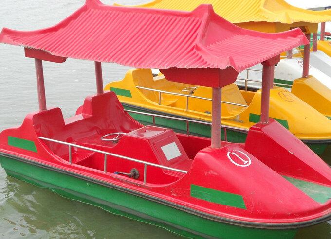 豪华四人脚踏船