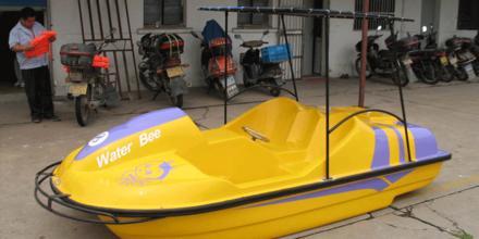 2人脚踏船