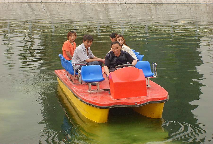 8人电瓶船